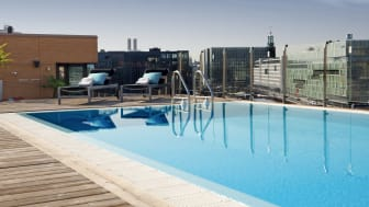 The roof top pool at Clarion Hotel Sign