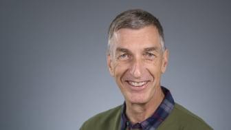 Frank Dignum, Institutionen för datavetenskap vid Umeå universitet, är professor och leder en forskargrupp inom fältet socialt medveten AI. Foto: Mattias Pettersson