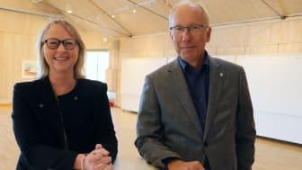 Katarina Hillberg, konceptutvecklare på Riksbyggen, och Henrik Lindh, kommundirektör Orust kommun.