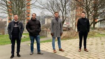 Från vänster Christian Sylva, bitr. projektledare Riksbyggen, Martin Nilsson projektledare Riksbyggen, Kent Fritsö, ordförande Göteborgshus 22 och Filip Strömgren, energiingenjör Riksbyggen.