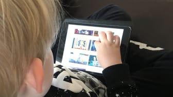 Drygt var tredje förälder orolig för att för mycket tid framför en skärm påverkar barnens syn negativt.