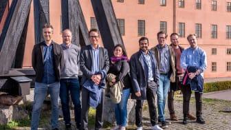 Från vänster: Johan Berggren, Mikael Johnson, Harald Näslund, Hanna Broberg, Joel Vestby, Kristofer Sundqvist, Viktor Bjelvenfeldt, Leo Björklund. Foto: Hoshi Johansson Form & Foto