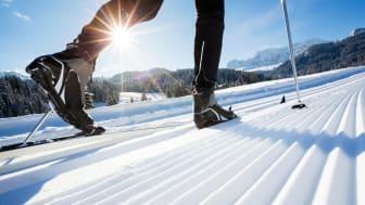 Skituren blir ekstra fin med god glid. I denne vinterferien kan du for første gang få tak i glider garantert uten miljø- og helsefarlige stoffer: Holmenkol Natural Skiwax..