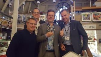 Pristagare Fredrik Logenius (i mitten) omgiven av (från vänster) Jason Harvey, VP Sales, Northern Europe, Fredrik Hallin, Distribution Channel Account Manager och Mattias Lindström, Director, Regional Sales Nordics från Zebra.