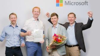 Lars Løvlie, Thomas Bergsten, Johan Wiqvist og Torbjørn Meland mottar prisen på vegne av Sopra Steria.