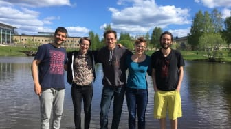 Forskargruppen i Umeå vid universitetsdammen. Foto: Gerard Rocher-Ros