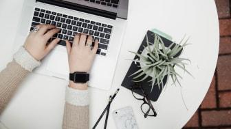 Elkjøpfondet ble opprettet i 2017 og elektronikkjeden har siden da jobbet for å forhindre teknologisk utenforskap i samfunnet vårt. Foto: Elkjøp Norge