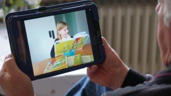 Bei digitalen  Lesepatenschaften lesen die Kinder ihren Pat*innen online vor.