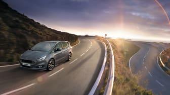 Stilrena och rymliga Ford S-MAX erbjuds nu som ST-Line Stealth Edition.