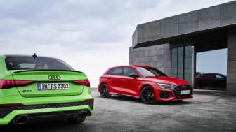 Audi RS 3 Limousine (Kyalamigrøn) og RS 3 Sportback (Tangorød)