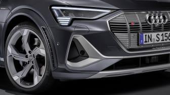 Audi e-tron S Sportback - digital matrix LED headlights