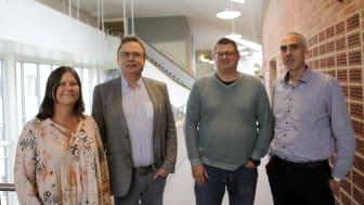 Maria Derner (kommunikationschef), Martin Hellström (rektor) tillsammans med forskarna Tobias Arvemo och Andreas de Blanche.