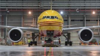 DHL Express justerer sine priser i gennemsnit med 4,9% fra 2022 for blandt andet fortsat at kunne investere i netværket. Det inkluderer eksempelvis topmoderne fly som denne Boeing 777 Freighter.