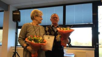 Ester og Finn Hejlskov Sørensen modtog stor tak for deres engagement og indsats. Foto: Rebild Kommune