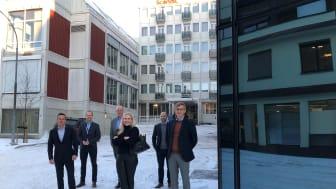Tirsdag 1. desember gjenåpnet Scandic Victoria Lillehammer for fullt etter renovering og utvidelse.  Her er distriktsdirektør Niklas Lindstrøm og hotelldirektør Erik Fostervoll sammen med huseiere fra Utstillingsplassen og Marnor.