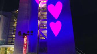 Värtahamnen sprider kärlek med lekfull ljusinstallation