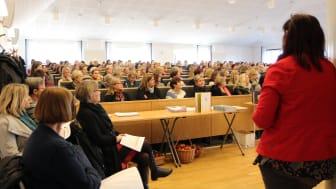 Proppfull aula på förskollärarnas forskningskonferens