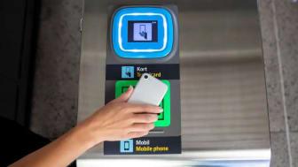 Nu kan du köpa månadskortet i mobilen. Foto: SL