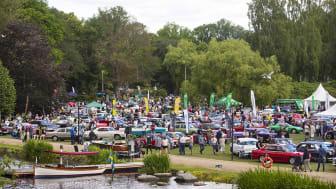 Nostalgia Festival arrangeras normalt i Ronneby Brunnspark. parken fylls med en hel massa vackra fordon, musikunderhållning, veteranmarknad, mattält och aktiviteter för barnen. Foto: Joachim Cruus.