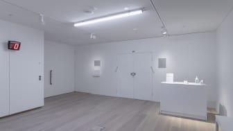 """O i samarbete med The non existent Center """"It Takes a Village"""", 2020–21. Installationsvy från utställningen """"Experimentalfältet"""" på Accelerator 2021. Foto: Christian Saltas."""