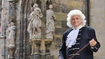 Thomas Zemmrich als Johann Sebastian Bach vor der Thomaskirche - Foto: Leipzig Erleben GmbH