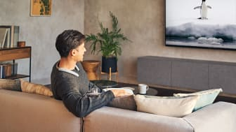 SRS-NB10_TVwatching_W-Large