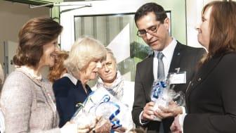 Drottning Silvia och Hertiginnan av Cornwall på förskolan Pumpan