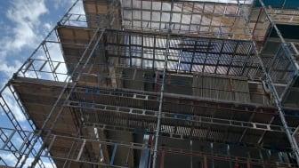 Skånsk byggsektor tappar fart men inte lika mycket som i övriga landet.
