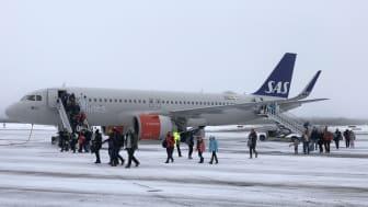 157 förväntansfulla och skidsugna britter landar på Scandinavian Mountains Airport.