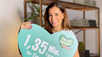 """Fressnapf-Initiative """"Tierisch engagiert"""" sammelt europaweit mehr als 1,3 Millionen Euro für Tiere in Not - mit prominenter Unterstützung von Jana Ina Zarrella. Foto: Jana Ina Zarrella für """"Tierisch engagiert"""""""