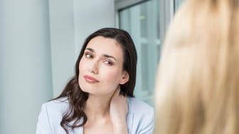 Wer wiederkehrend unter Rückenschmerzen leidet, sollte sich zügig professionelle Hilfe suchen.