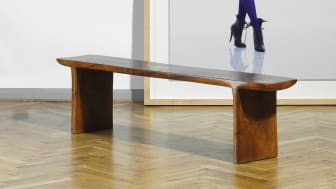 Jacob Hermann: A unique table bench of solid Caucasian walnut.