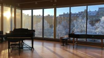 Donationen från Barbro Osher Pro Suecia Foundation gör det möjligt att underhålla den komplexa utrustningen samt fortsätta kunna erbjuda de höga krav på akustik som behövs för utövande av körsång på allra högsta nivå.