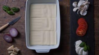 Lasagneplatene får perfekt plass i den nye og smarte lasagneformen vår.