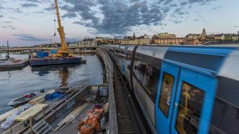 Resenärerna har kunnat resa på antingen den Röda eller Gröna linjen över Söderströmsbron i sommar. Foto: Danish Saroee
