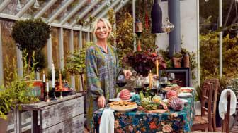 Victoria Skoglund; känd trädgårdsmästare, företagare, och TV-profil frontar Indiskas höstkollektion.