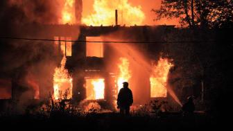 Antalet elbränder ökar i takt med att vi får fler elprylar i våra hem. Hela 25 procent av alla bränder i våra bostäder är elrelaterade.