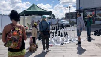 Schackspelare i alla åldrar samlades på stadens torg.
