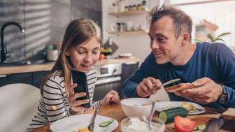 """Intressera dig för vad ditt barn gör på sociala medier. Det är lika rimligt att ställa frågan """"hur vad det på nätet idag"""" som """"hur var det i skolan idag""""."""