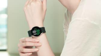 9. Galaxy Watch4_Lifestyle_Outbox Strap2.jpg