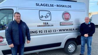 Salgskonsulent René Brink og adm. direktør i REA Erhvervsbiler Rene Hansen.