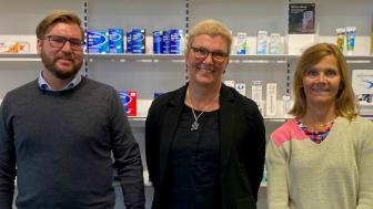 Kronans Apotek utser GSK Consumer Healthcare till årets leverantör 2020. Från vänster; William Fri , Etel Keil Björk, Annica Bengtsson från GSK