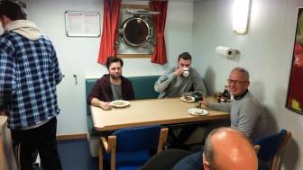 Kursisterne indtager de fleste måltid ombord på skibet og deltager aktivt som en del af holdet.