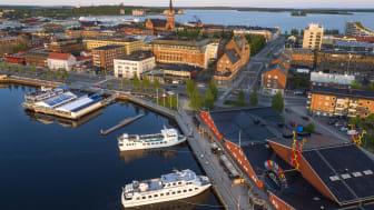 Luleå ligger en dryg timme från Stockholm med flyg. När du landar är det endast 10 minuters transfertid till centrum. Här är det nära till både urbana och naturnära upplevelser.