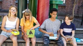 Johanne, Nadine, Even og Toralv er opptatt av hva som er i matpakken.