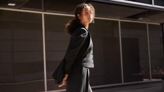 MQ MARQET lanserar kostymkollektion för dam