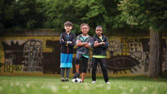 vivofit Jr. 3 - ny klockliknande aktivitetsmätare för barn med pedagogiska World Tour app-äventyr.
