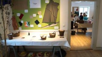 På utställningen Nytt stuk med återbruk är barn välkomna att göra om kläder i verkstaden. Öppet  onsdagarna 24/1 och 31/1 klockan 14-16 och helgen den 27-28/1 klockan 10-16.