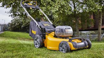 Nå utvider DEWALT sitt ettertraktede XR-sortiment med en ekstra kraftig batteridrevet gressklipper.