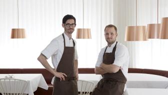 Anton Bjuhr (tv) från tvåstjärniga Michelinrestaurangen Gastrologik i Stockholm. Pressbild.